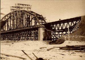 Строительство моста через р.Зею в Алексеевске. Сборка пролёта № 1
