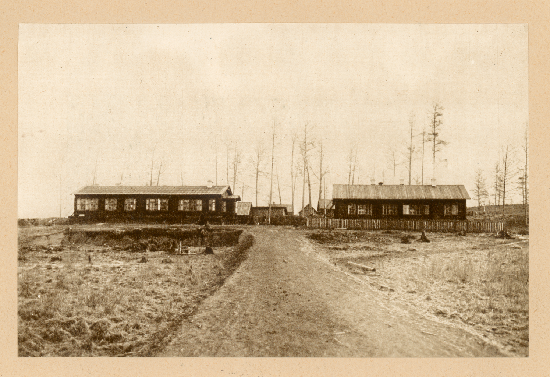 Верста 37. Станция Сбега. Постройки барачного типа. Помещения конторы участка, почтовой станции и школы