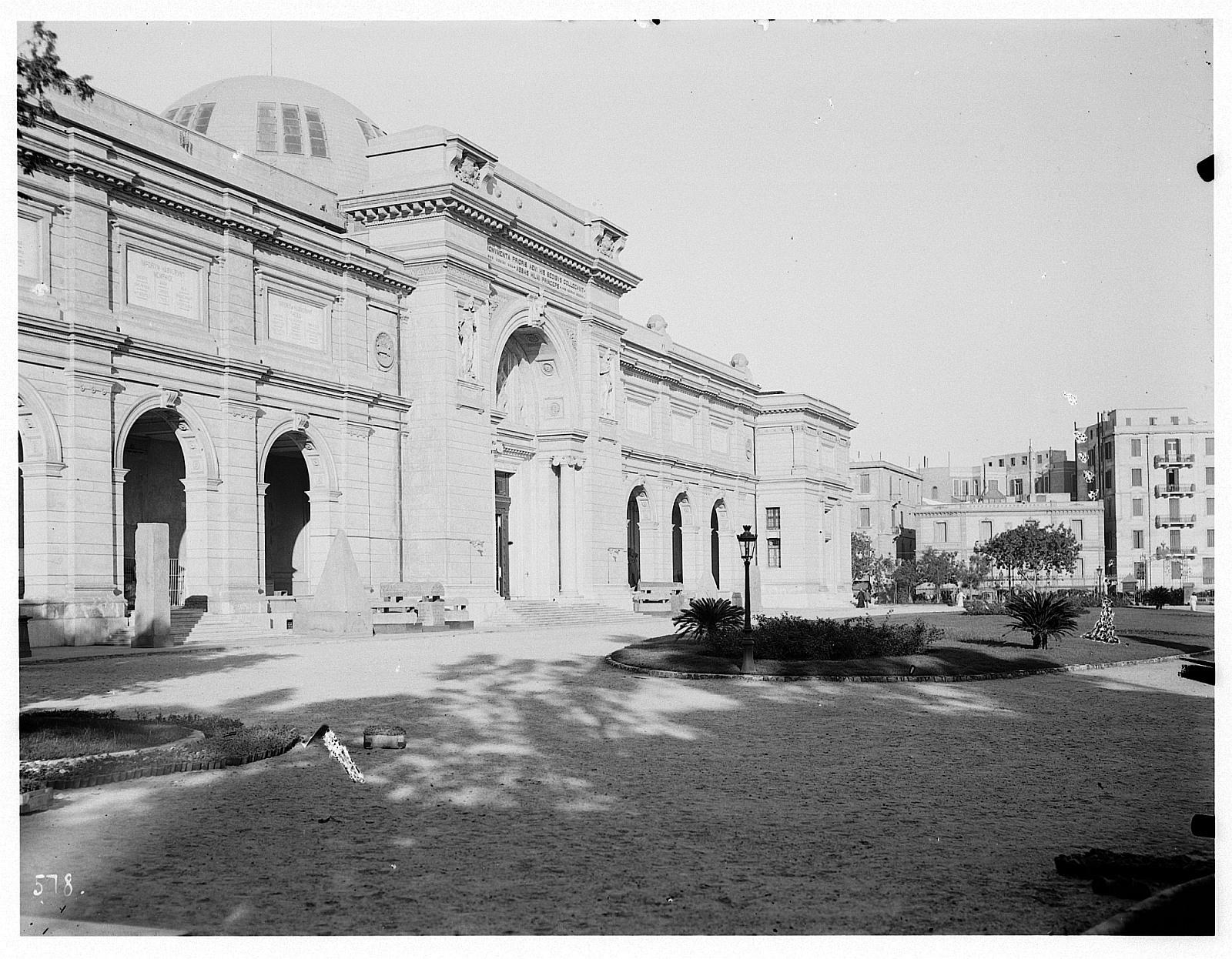 Каир. Египетский музей. Основан в 1859 году Огюстом Мариеттом