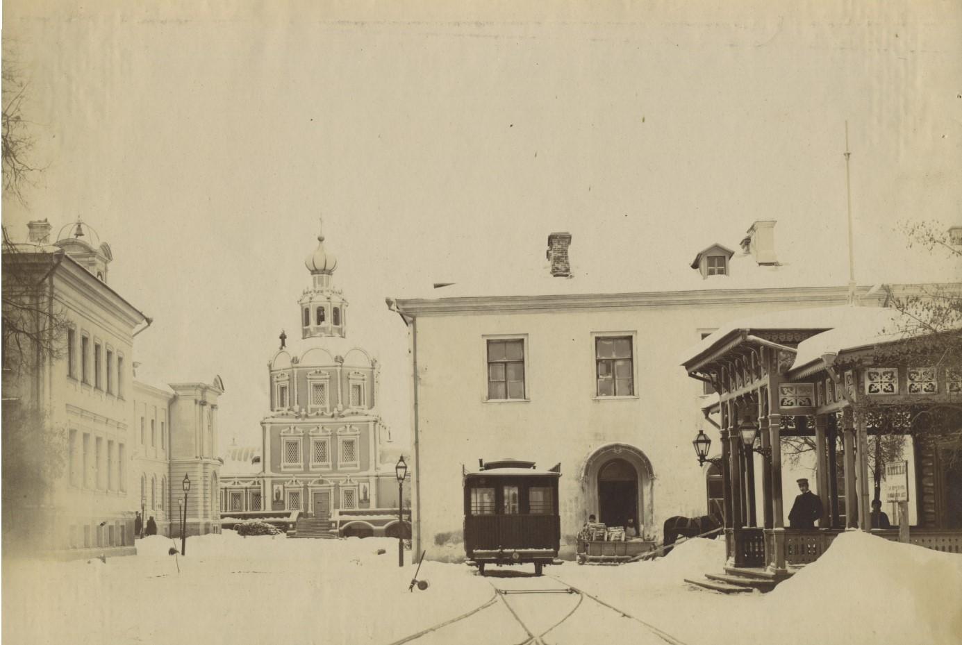Трамвайный вокзал паровичка. В доме справа за дверью касса взаимопомощи и квартира вагоновожатых в современном 9-м учебном корпусе