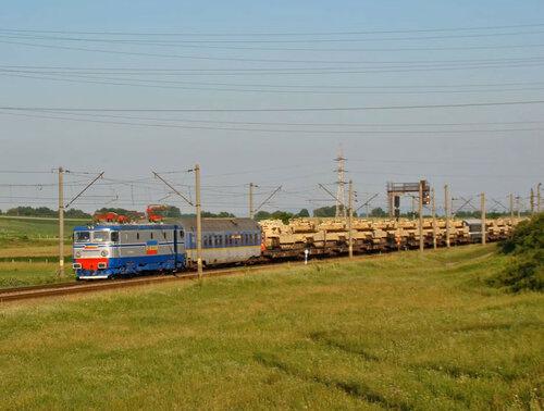 Танки США перевозят эшелонами на поездах через Румынию