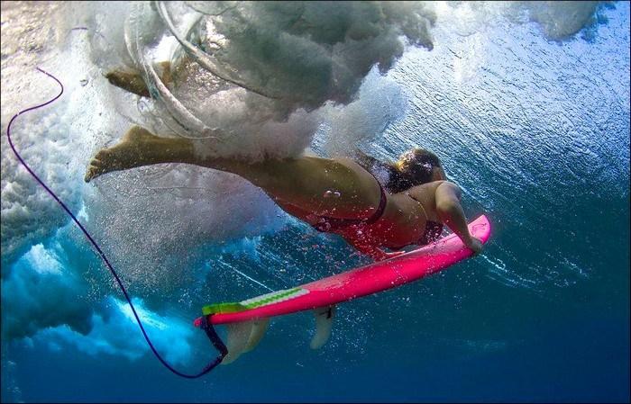 Красивые девушки-серферы на Гавайских островах
