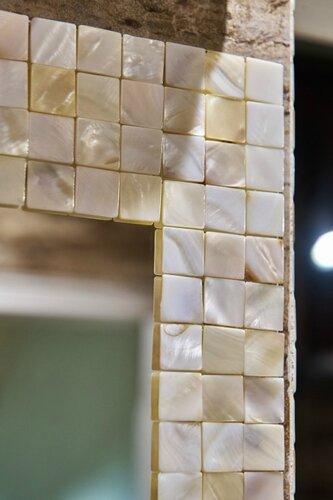 052 зеркало с обрамлением мозаикой из натурального перламутра