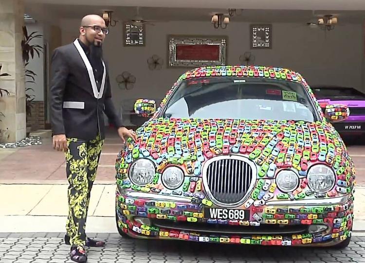 Малайзийский бизнесмен покрыл свой Jaguar S-Type слоем изигрушечных машинок