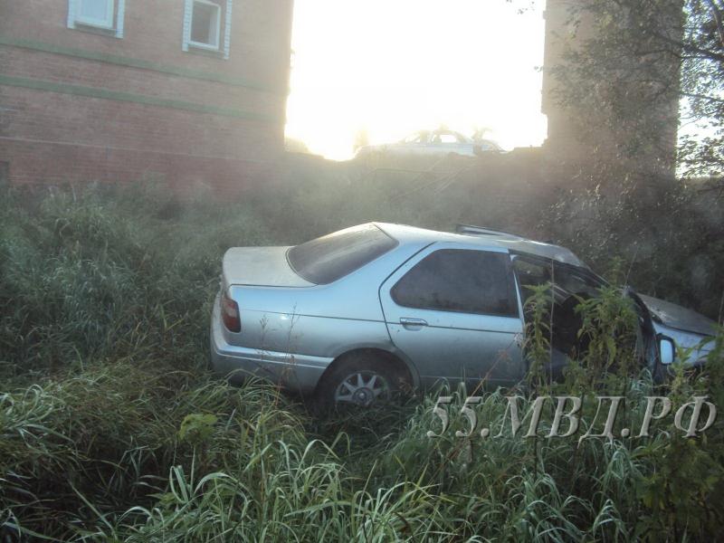 Двое пассажиров погибли после опрокидывания автомобиля вкювет