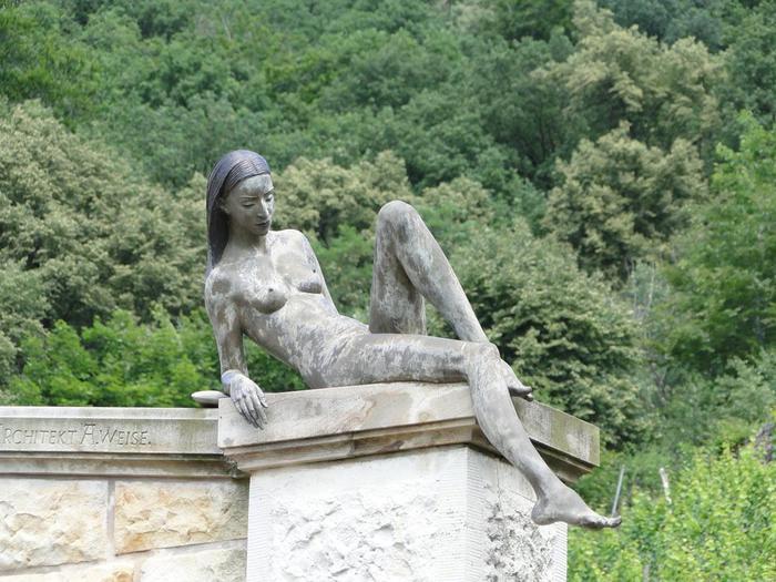 Малгожата Ходаковска и ее потрясающие фонтаны со скульптурами