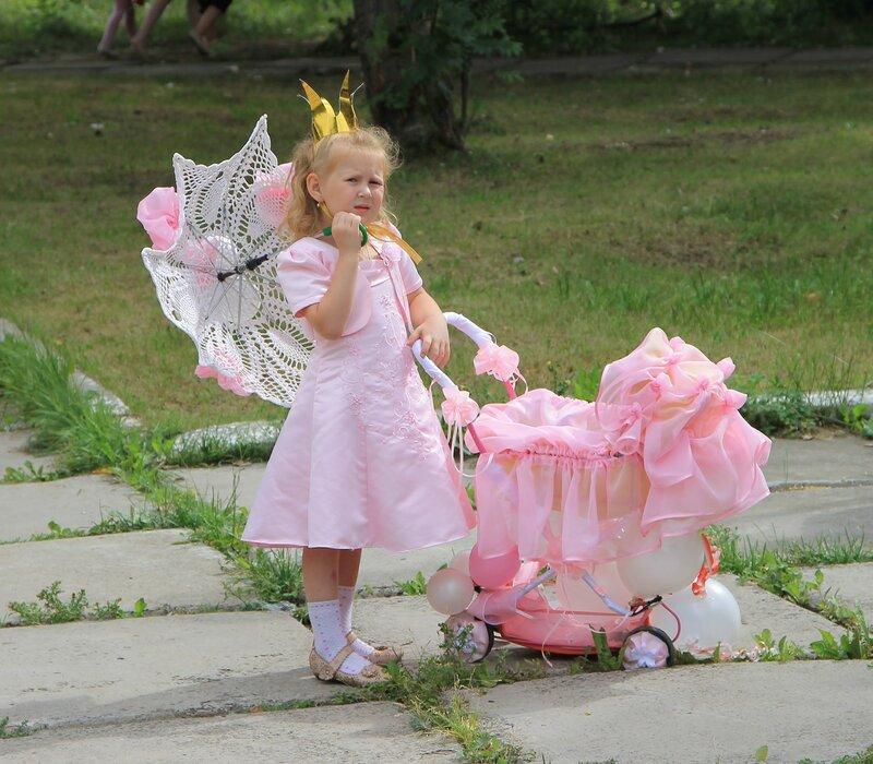Невьянск. День города - 2012. Участники конкурса детских колясок