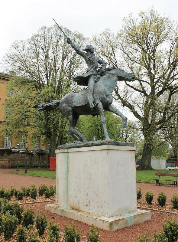 Мец. Сад Эспланада (Le jardin de l'Esplanade). Памятник генералу Жильберу Лафайету