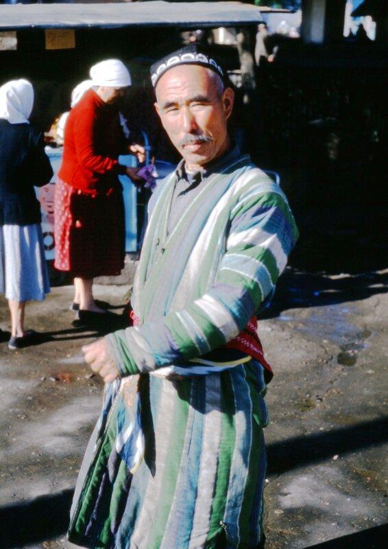 MA58 Ashkhabad, Dushanbe peasant market, Pretty Intourist guide img1466.jpg