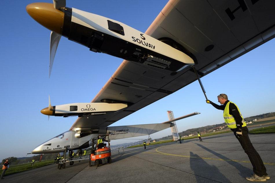Огромный размах крыла самолета Solar Impulse 2 можно сравнить с Airbus A380, он лишь немного уступае