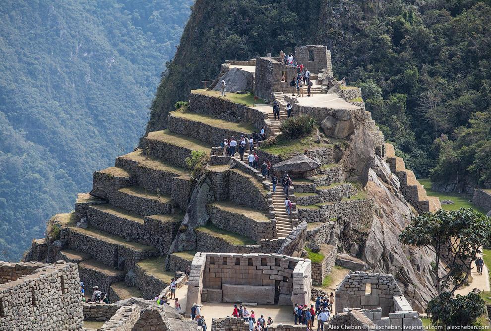 9. Мачу-Пикчу, особенно после получения статуса Всемирного Наследия ЮНЕСКО, стал центром массов