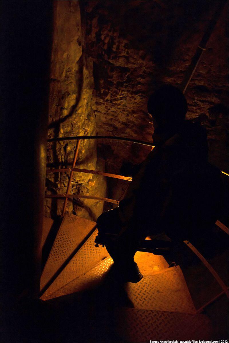Галерея, ведущая в просторные залы. Геофизическая пещера относится к категории вскрытых пещер. Вскры