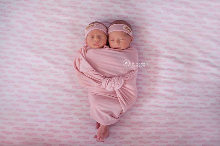 Фотографии двух пар близнецов доказывают нерушимую силу любви между ними