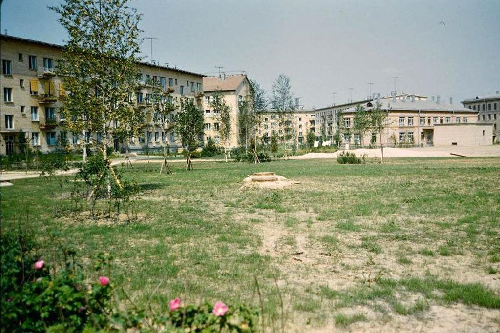 К 1964 году, когда Никиту Сергеевича отодвинули от власти, в новые квартиры переехали 54 миллиона че