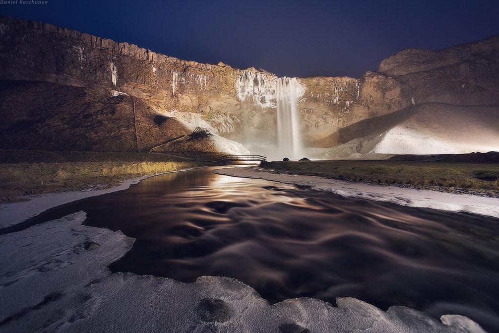 Помёрзнув у речки, мы отправляемся дальше, к следующему чуду — ледовой лагуне . Но путь нам пре