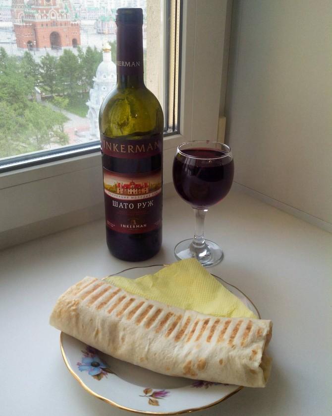 Шаурма с красным вином «Шато руж» Анаис: Ха-ха-ха-ха! Шаурма выглядит неплохо, но не думаю, что мой