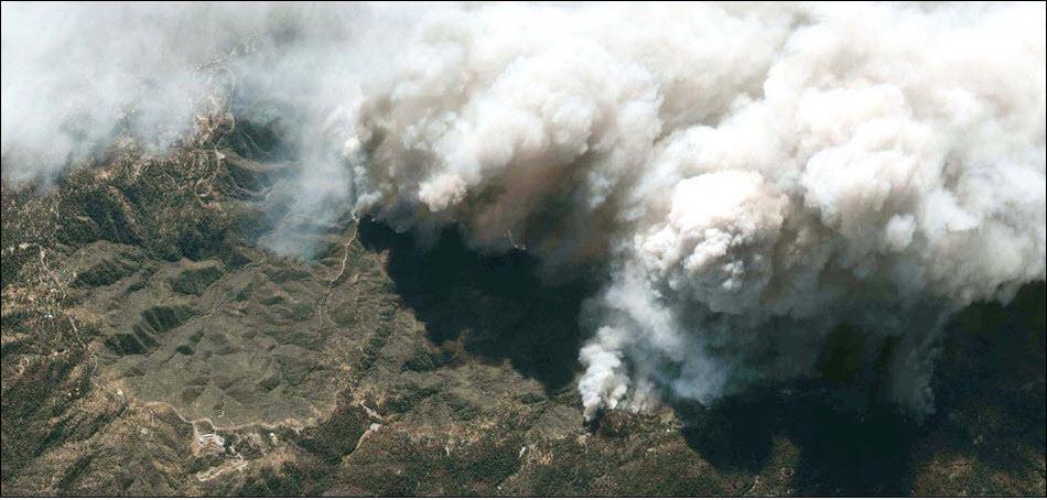 4. Лесные пожары в Калифорнии . Такое ощущение что на полную мощь работают дым-машины всей Америки.