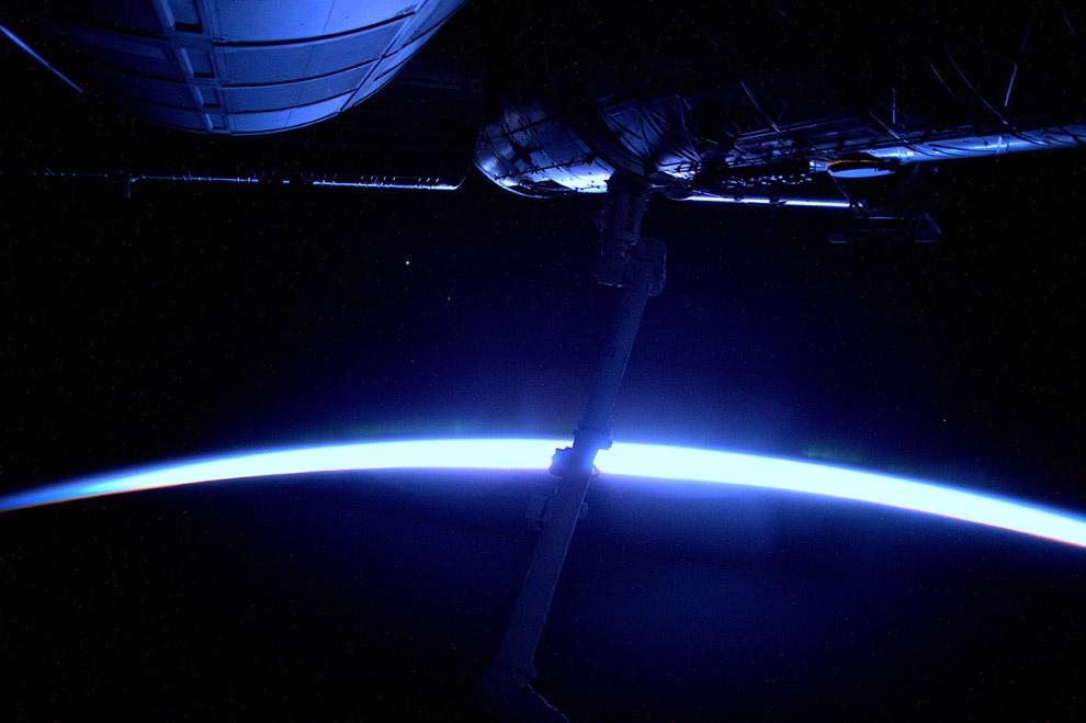 14. Айсберг размером с Лондон дрейфует в Антарктиде. (Фото ESA   NASA):