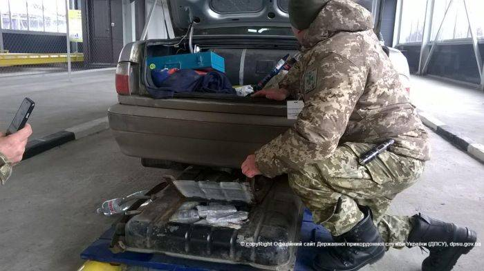 Украинец пытался ввезти в Россию 500 миллионов рублей (4 фото)