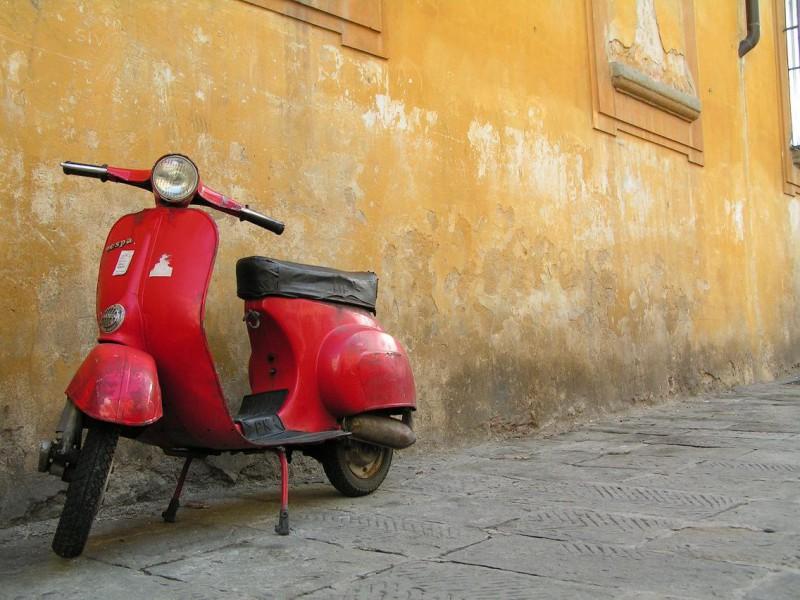 Скутерим! Еще с тех пор, как Одри Хепбёрн прокатилась по Риму на мотороллере, мы терпеливо ждали сво