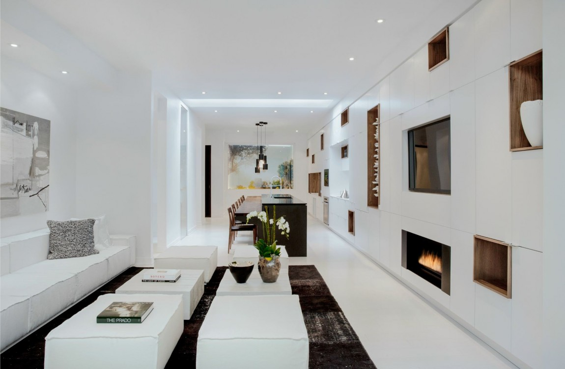 Практически белый интерьер квартиры Urban Townhome разработан дизайнерами студии Cecconi Simone Inc
