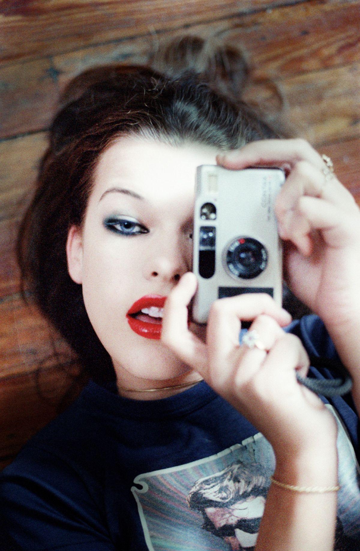 Милла Йовович (Milla Jovovich) в фотосессии Криса Флойда (Chris Floyd).