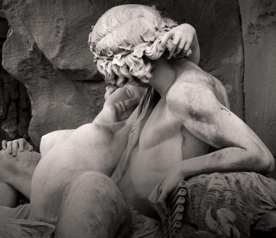 2. Галатея в руках Ациса Скульптура фонтана Медичи в Люксембургском саду в Париже. Огюст Оттен, 1863