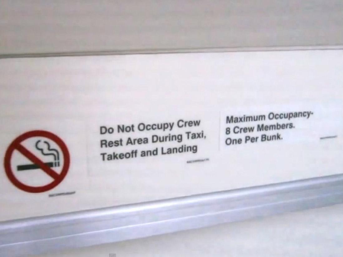 9. Boeing не разрешает размещение на одной койке больше одного человека.