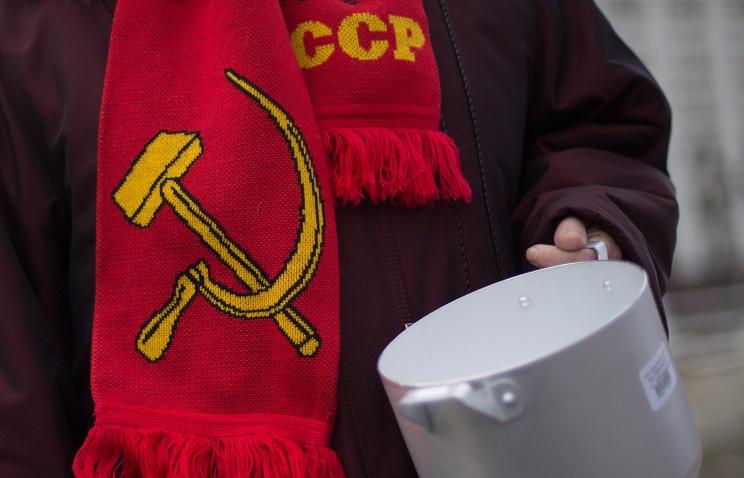 20141222_13-31-Коммунисты провели у Белого дома в Москве акцию за отставку правительства