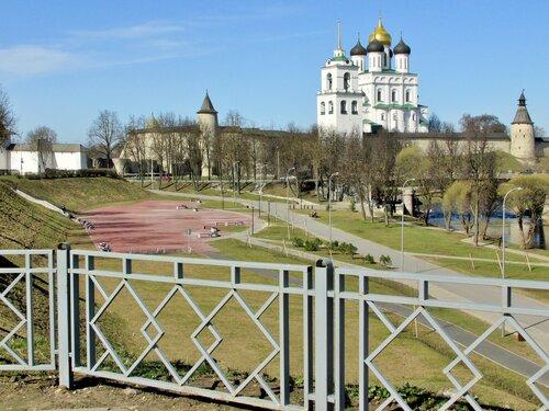 Апрельским днём во Пскове ( Кремль. Троицкий собор )