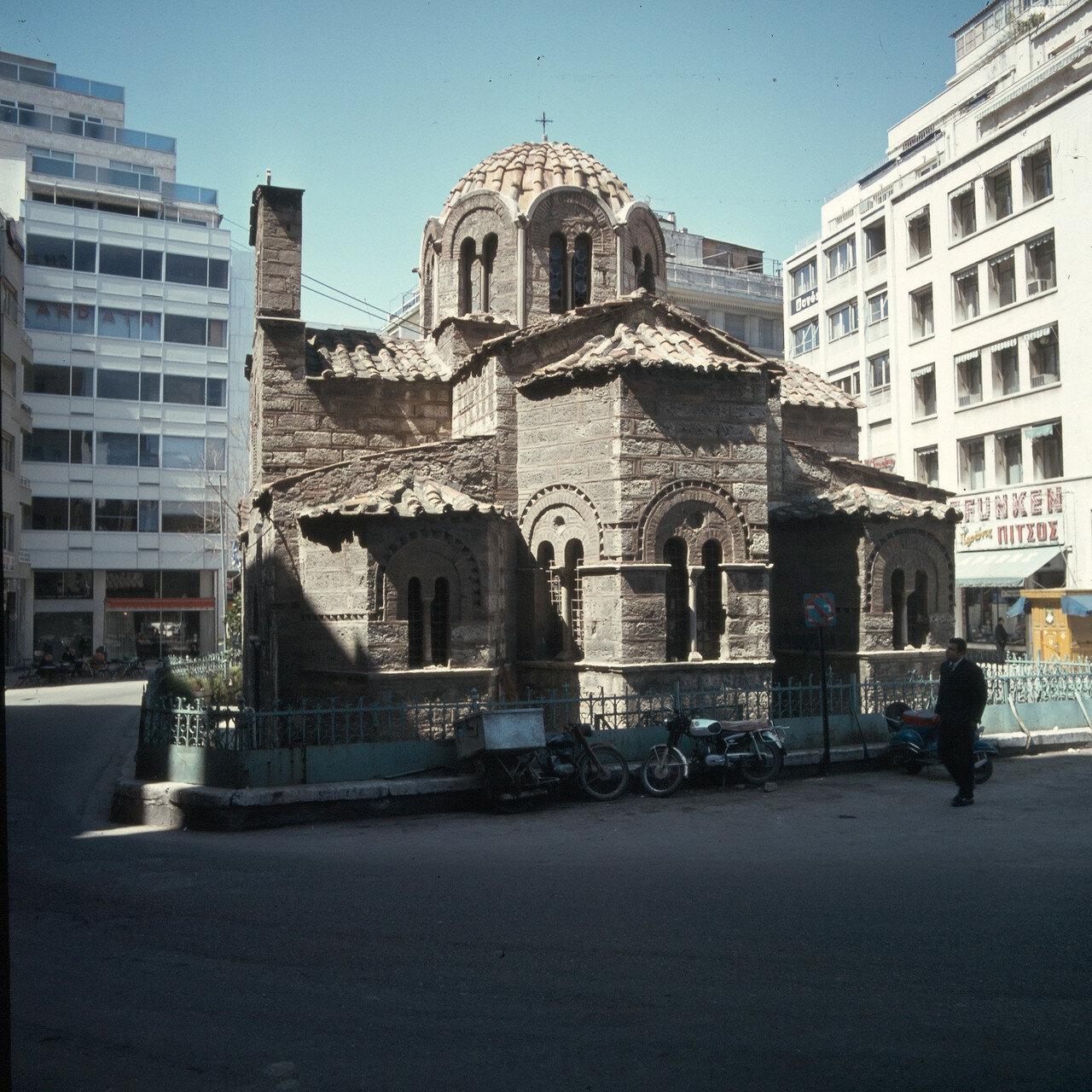 1971. Афины. Улица Эрму. Церковь Богородицы Капникареи