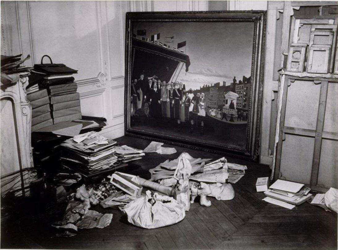1932. Угол студии на рю ла Буати с картиной Анри Руссо