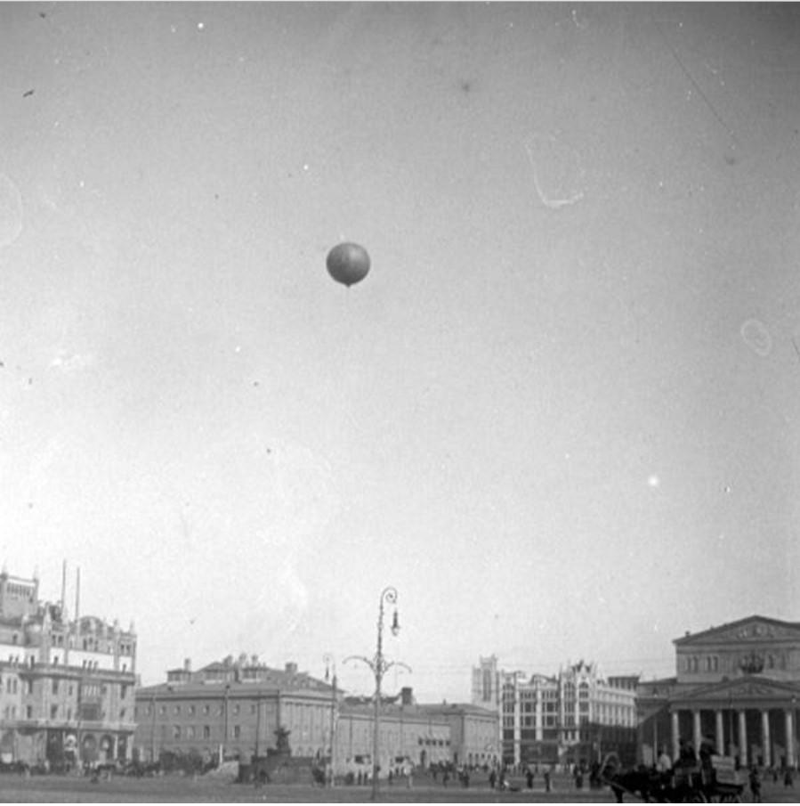 Воздушный шар над Театральной площадью