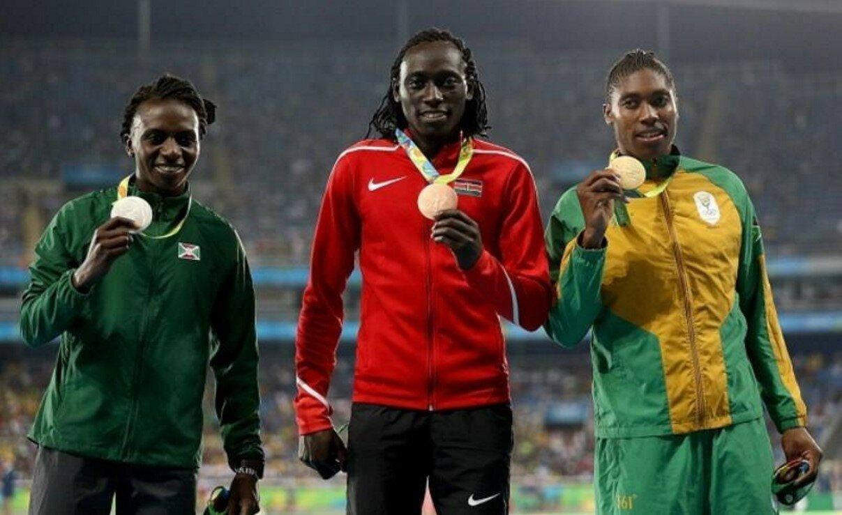 Победительницы в плавании на 800 метров среди женщин