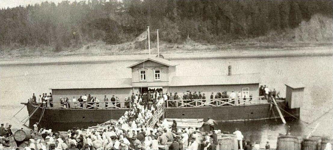Окрестности Рыбинска. Песоченцы провожают своих родственников на Первую Мировую войну. 1914