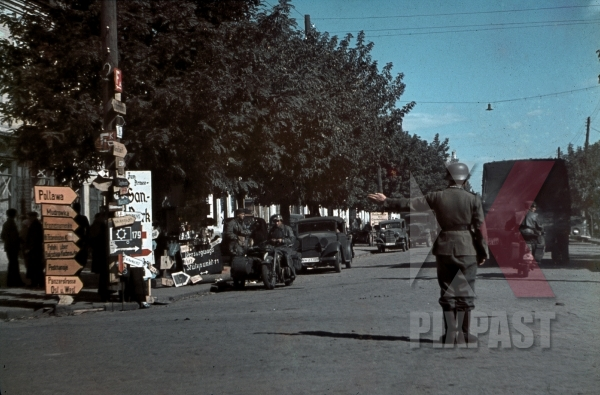 stock-photo-soldier-controlling-the-traffic-in-kramatorsk-ukraine-1942-10570.jpg
