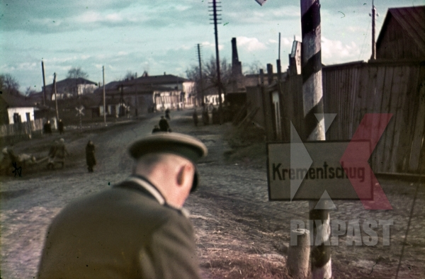 stock-photo-ww2-color-ukraine-german-army-officer-enters-village-town-of-krementschug-7989.jpg
