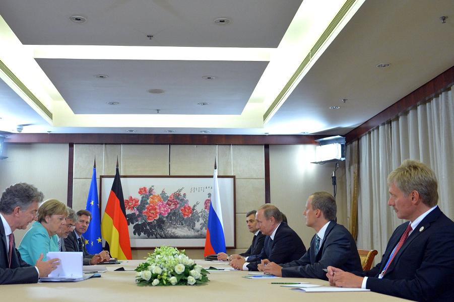 Встреча Путин и Меркель во время  G-20 в Ханчжоу 4.09.16.png