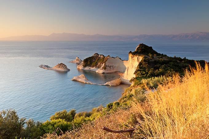 9. Кефалония Мифы: Этот остров в Ионическом море назван в честь Кефала — одного из редких геро