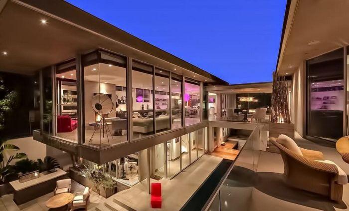 10. Рианна, вилла Barbados  Дом находится в Лос-Анджелесе. Площадь составляет 1021 квадратны