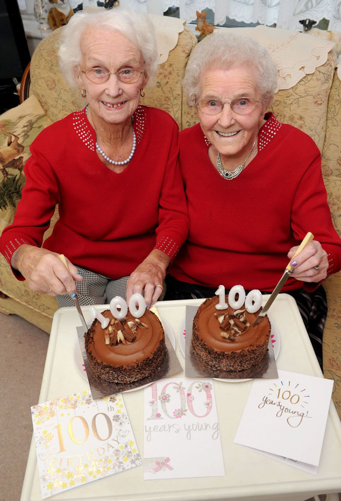 Айрин Крамп и Филлис Джоунс исполнилось недавно 100 лет.