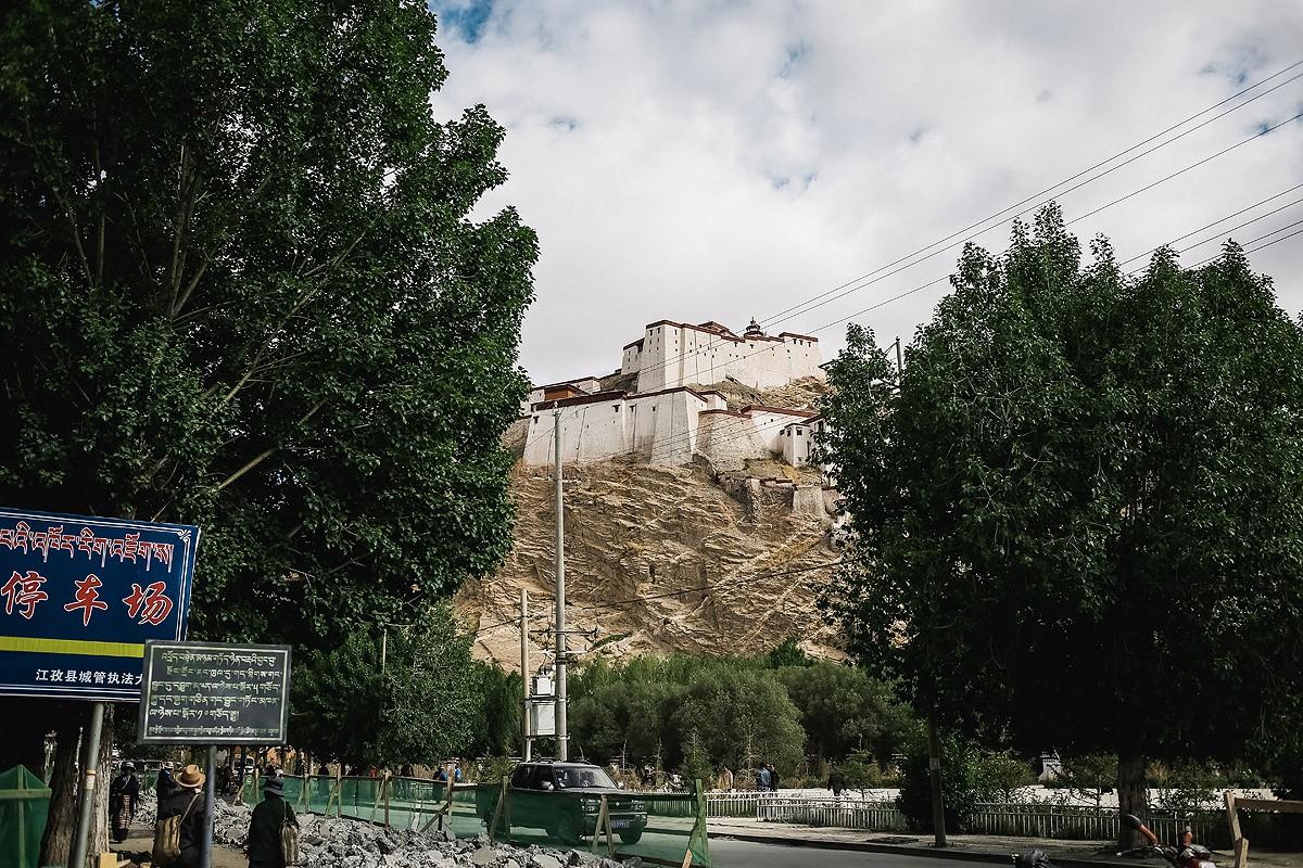 3. Здесь всего две достопримечательности. Первая — городской «дзонг» (крепость). В 1904 году защитни