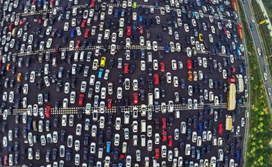 Огромная автомобильная пробка