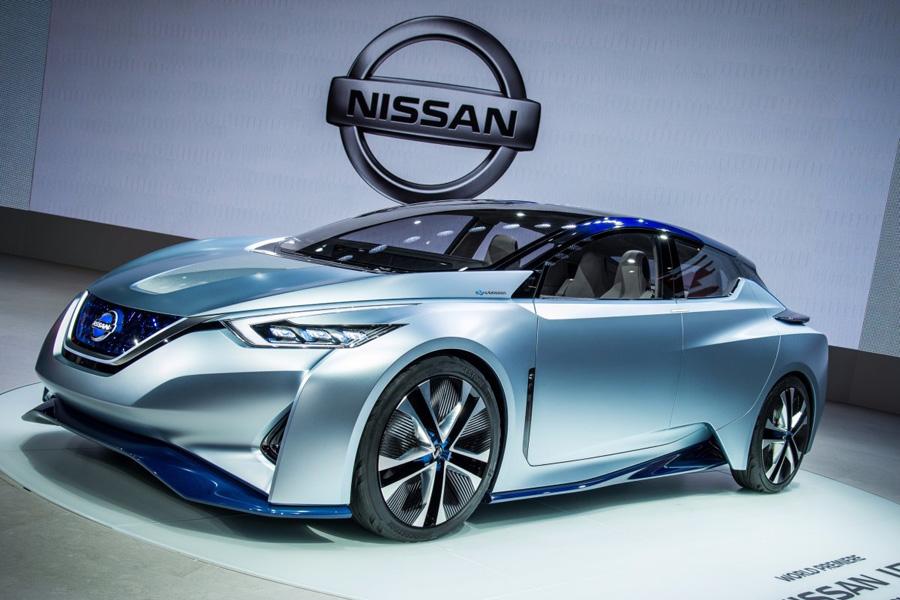 Nissan также планирует к запуску модель Leaf, способную проехать более 300 километров на одной заряд