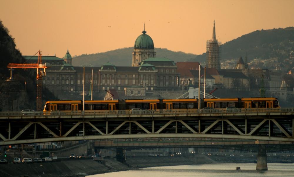 Венгерские машиностроители явно необделены фантазией. Помимо старейшего вЕвропе метро, пожелтой в