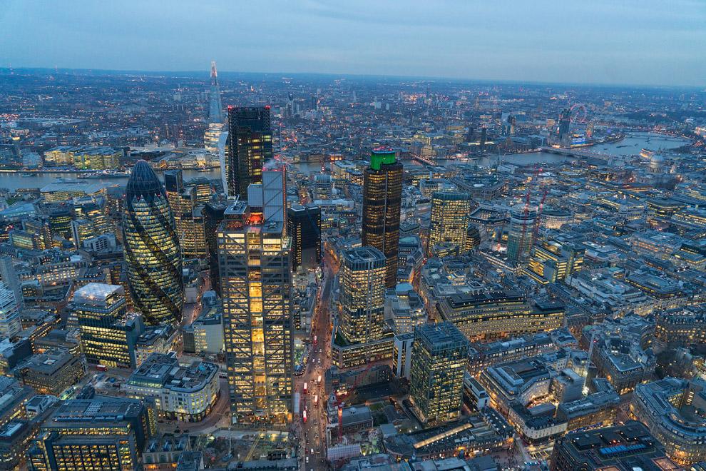 9. Не здание, а Огурчик. 40-этажный небоскрёб Мэри-Экс в Лондоне, конструкция которого выполне