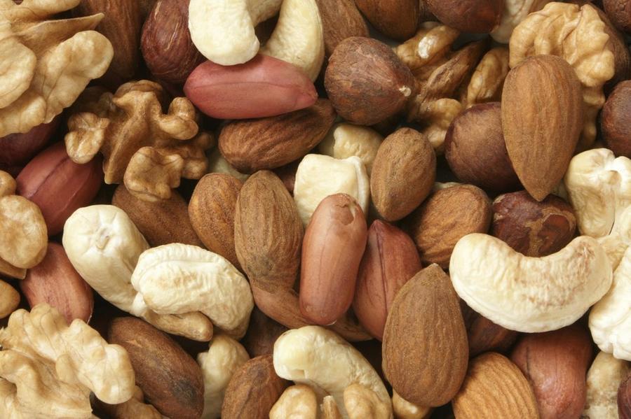 7. Орехи Быстро восполнить утраченные силы помогут орехи, в которых к тому же содержится огромное ко