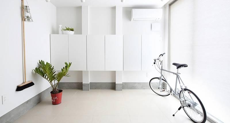 3. Для обеспечения большого потока дневного света предусмотрены большие прямоугольные окна.