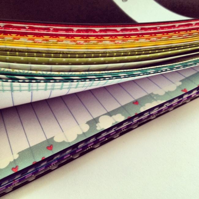 Отличный способ разделить простую тетрадь нацветные блоки . 14. Обложка блокнота