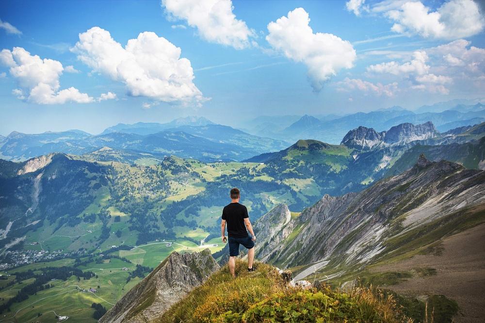 Такое название горы получили из-за сизовато-голубой дымки, появляющейся при испарениях эвкалиптов. Г
